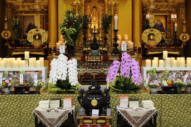 菩提寺での第1回華の追悼会の様子1