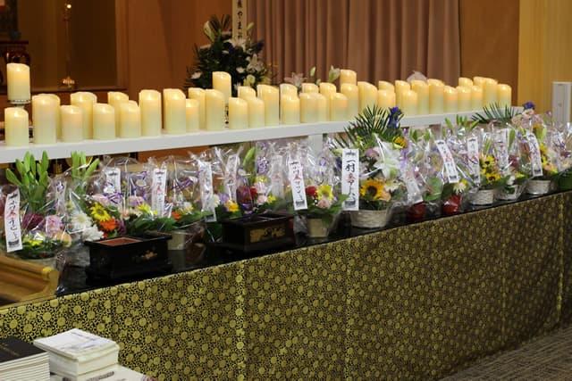 菩提寺での第1回華の追悼会の様子2