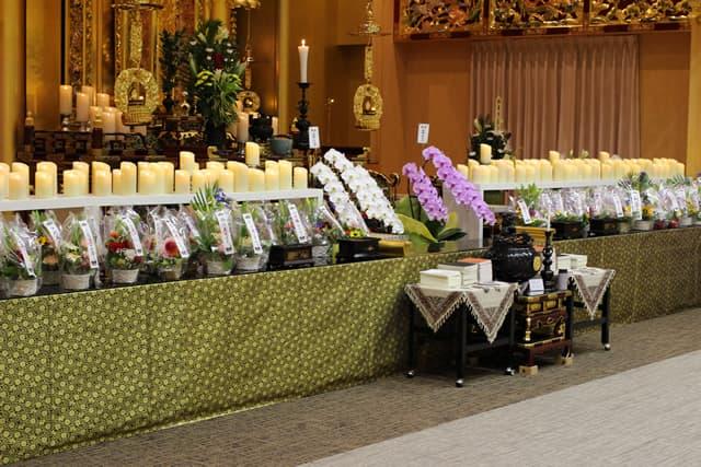 菩提寺での第1回華の追悼会の様子3